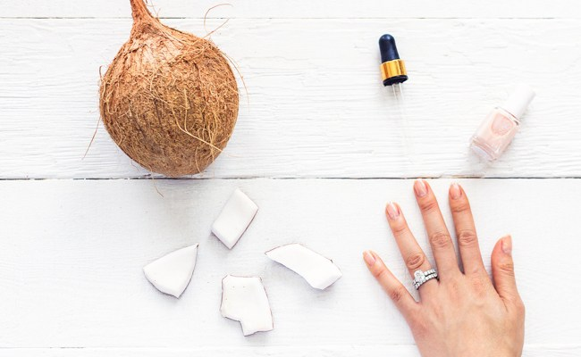 Óleo de coco e cutícula