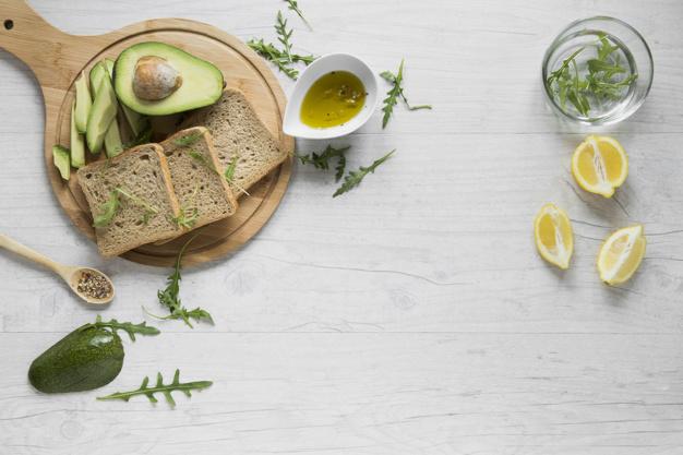 pão,molho e abacate